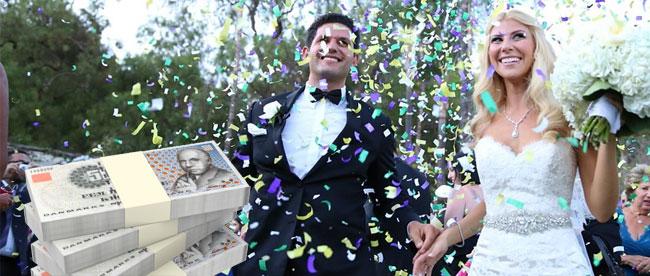 Bryllupspar (brud og brudgom) der fejrer bryllup