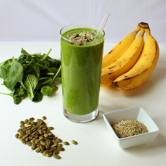 Grøn smoothie med spinat og banan